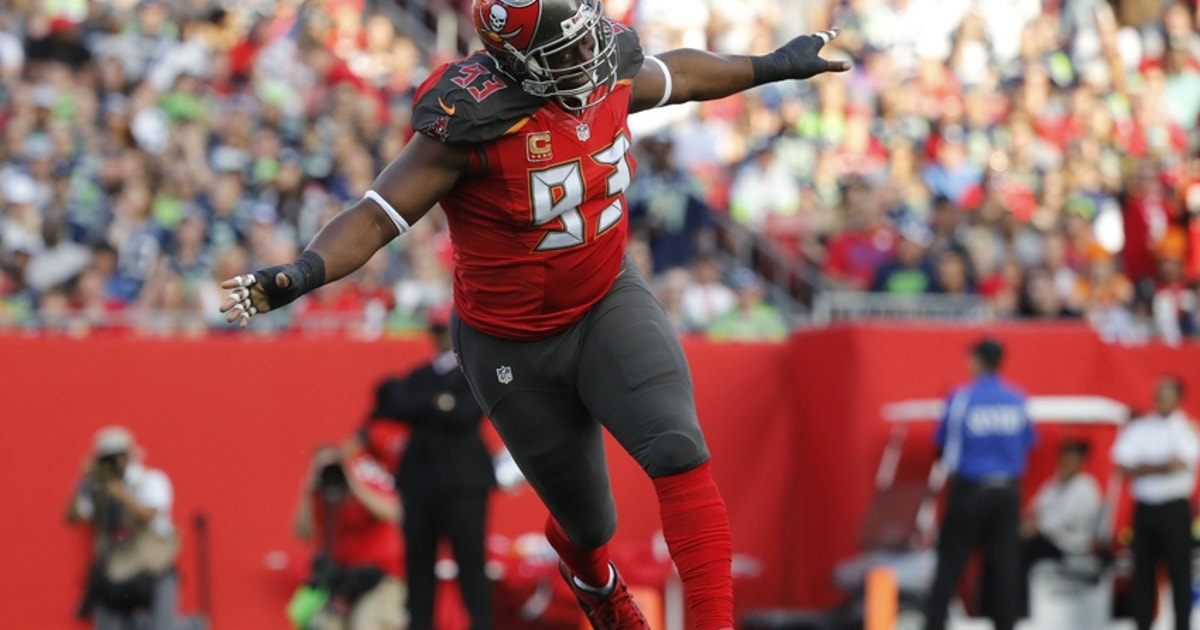 9709222-gerald-mccoy-russell-wilson-nfl-seattle-seahawks-tampa-bay-buccaneers.vresize.1200.630.high.0