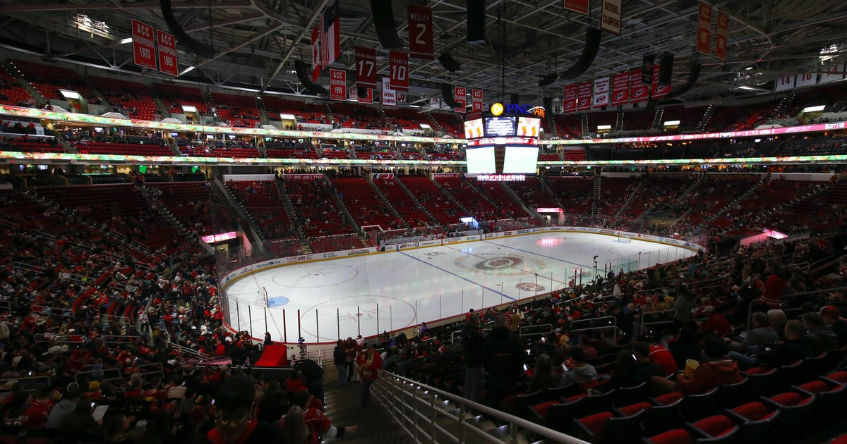 9757669-nhl-detroit-red-wings-at-carolina-hurricanes.vresize.1200.630.high.0