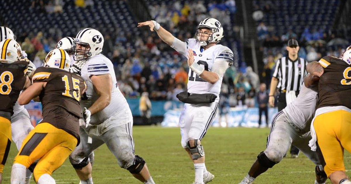 9761940-tanner-mangum-ncaa-football-poinsettia-bowl-brigham-young-vs-wyoming.vresize.1200.630.high.0