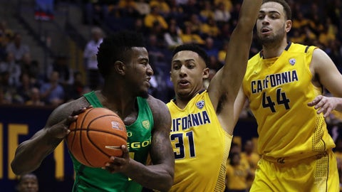 Oregon's Jordan Bell, left, looks to pass away from California's Stephen Domingo (31) and Kameron Rooks (44) in the first half of an NCAA college basketball game Wednesday, Feb. 22, 2017, in Berkeley, Calif. (AP Photo/Ben Margot)