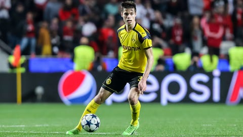 Julian Weigl vs. Bayern's midfield