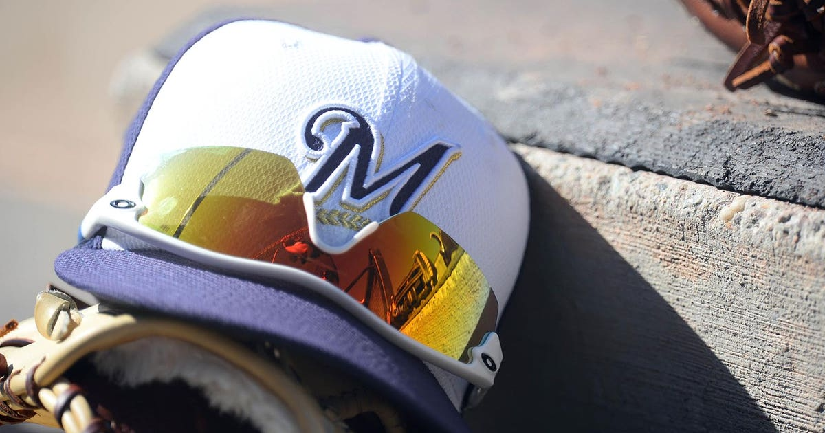 Pi-mlb-wi-brewers-hat-spring-training-021617.vresize.1200.630.high.0