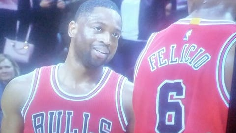Wade returns to lead Bulls over Suns