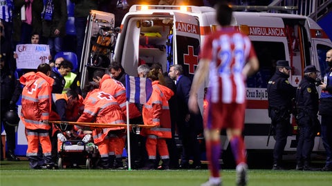 Fernando Torres leaves Atletico match in ambulance after collision