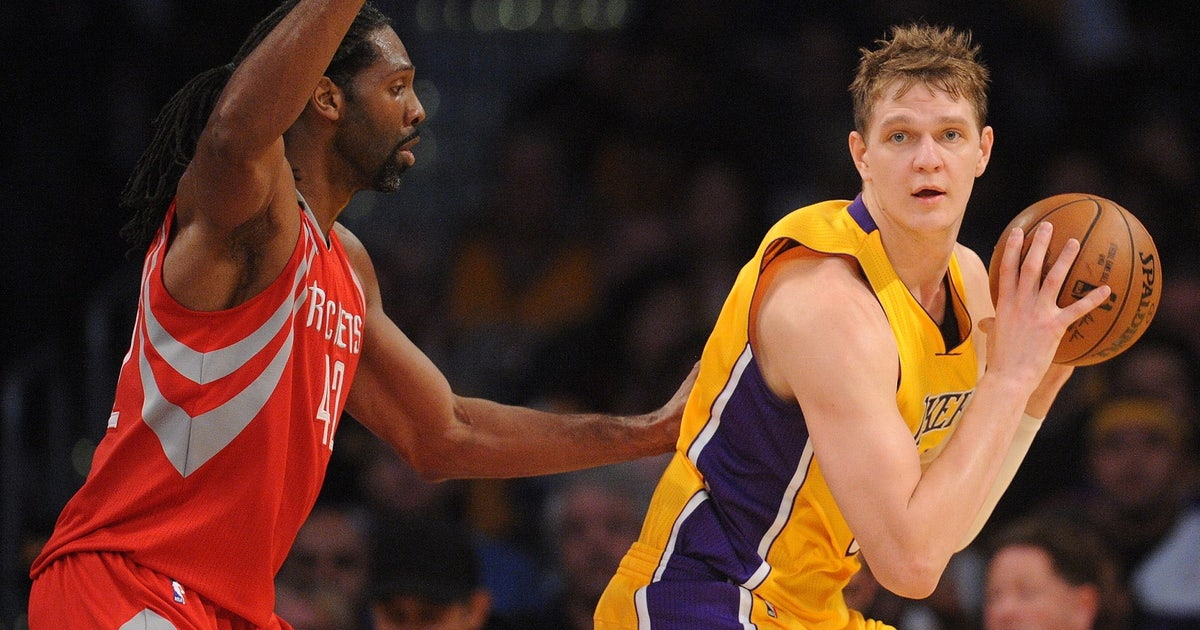 Lakers reportedly shut down healthy Timofey Mozgov in first year of $64 million deal | FOX Sports