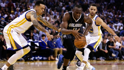 Stephen Curry breaks out as Warriors blow out Bucks