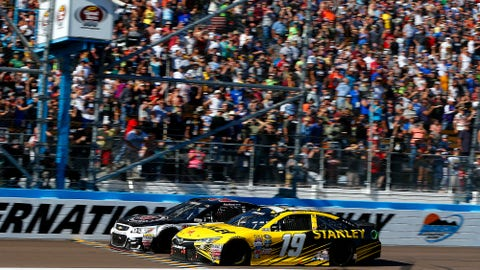Newman skips late pit stop, stuns NASCAR field in Phoenix