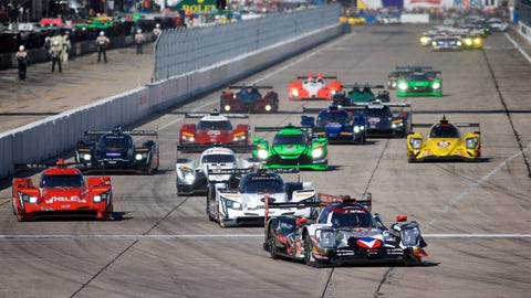 Neel Jani leads the field away at the drop of the green flag. (Photo: John Dagys)