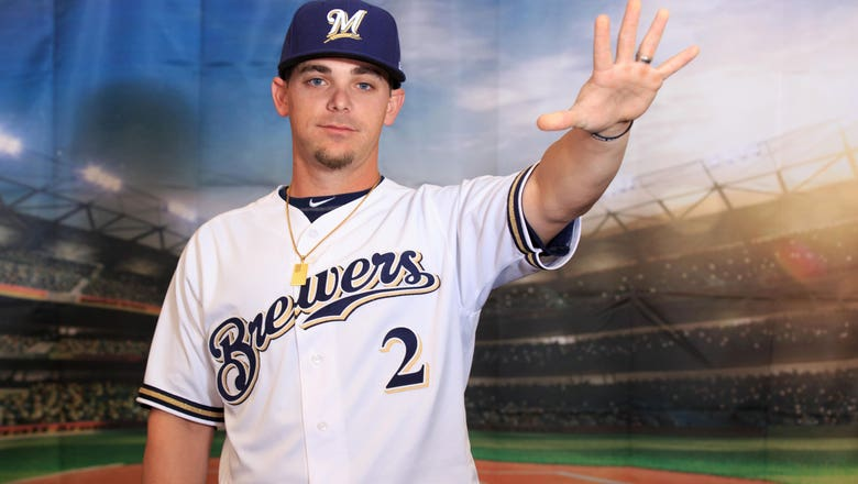 Reds claim Cincinnati-native 2B off waivers from Brewers