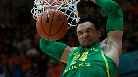 Oregon's Dillon Brooks (24) dunks during the first half of the team's NCAA college basketball game against Oregon State on Saturday, March 4, 2017, in Corvallis, Ore. (AP Photo/Timothy J. Gonzalez)