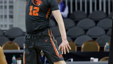 Oregon State's Drew Eubanks dunks against California during the first half of an NCAA college basketball game in the first round of the Pac-12 men's tournament Wednesday, March 8, 2017, in Las Vegas. (AP Photo/John Locher)