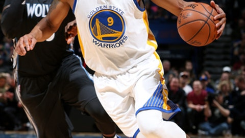 MINNEAPOLIS, MN - MARCH 10: Andre Iguodala #9 of the Golden State Warriors handles the ball during the game against the Minnesota Timberwolves on March 10, 2017 at Target Center in Minneapolis, Minnesota. NOTE TO USER: User expressly acknowledges and agrees that, by downloading and or using this Photograph, user is consenting to the terms and conditions of the Getty Images License Agreement. Mandatory Copyright Notice: Copyright 2017 NBAE (Photo by David Sherman/NBAE via Getty Images)