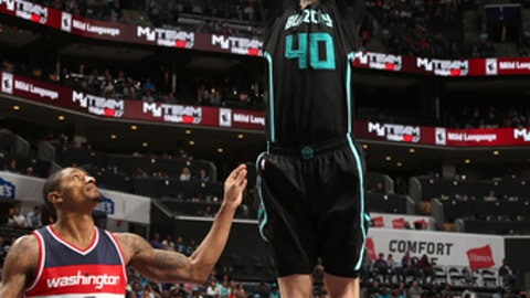 CHARLOTTE, NC - MARCH 18:  Cody Zeller #40 of the Charlotte Hornets goes to the basket against the Washington Wizards on March 18, 2017 at Spectrum Center in Charlotte, North Carolina. NOTE TO USER: User expressly acknowledges and agrees that, by downloading and or using this photograph, User is consenting to the terms and conditions of the Getty Images License Agreement.  Mandatory Copyright Notice:  Copyright 2017 NBAE (Photo by Kent Smith/NBAE via Getty Images)