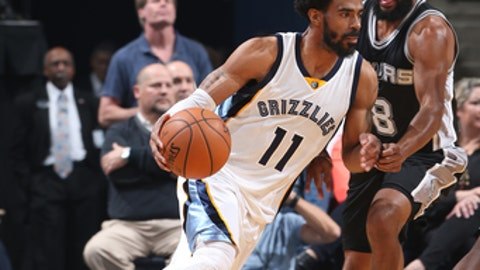 MEMPHIS, TN - MARCH 18: Mike Conley #11 of the Memphis Grizzlies handles the ball against the San Antonio Spurs on March 18, 2017 at FedExForum in Memphis, Tennessee. NOTE TO USER: User expressly acknowledges and agrees that, by downloading and or using this photograph, User is consenting to the terms and conditions of the Getty Images License Agreement. Mandatory Copyright Notice: Copyright 2017 NBAE (Photo by Joe Murphy/NBAE via Getty Images)