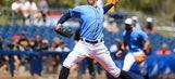 Yankees shortstop Gregorius hurts shoulder, return uncertain