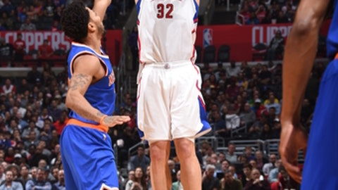 LOS ANGELES, CA - MARCH 20:  Blake Griffin #32 of the LA Clippers shoots the ball against the New York Knicks on March 20, 2017 at STAPLES Center in Los Angeles, California. NOTE TO USER: User expressly acknowledges and agrees that, by downloading and/or using this Photograph, user is consenting to the terms and conditions of the Getty Images License Agreement. Mandatory Copyright Notice: Copyright 2017 NBAE (Photo by Andrew D. Bernstein/NBAE via Getty Images)