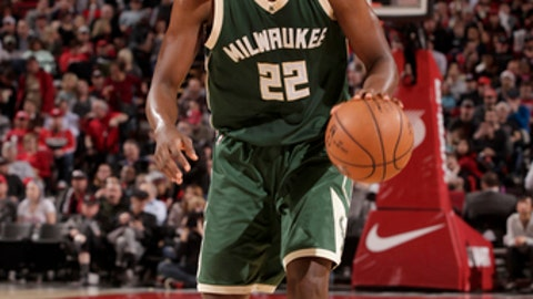 PORTLAND, OR - MARCH 21:  Khris Middleton #22 of the Milwaukee Bucks handles the ball against the Portland Trail Blazers on March 21, 2017 at the Moda Center in Portland, Oregon. NOTE TO USER: User expressly acknowledges and agrees that, by downloading and or using this Photograph, user is consenting to the terms and conditions of the Getty Images License Agreement. Mandatory Copyright Notice: Copyright 2017 NBAE (Photo by Cameron Browne/NBAE via Getty Images)