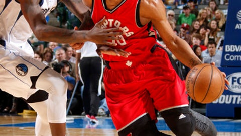 DALLAS, TX - MARCH 25: DeMar DeRozan #10 of the Toronto Raptors drives to the basket against the Dallas Mavericks on March 25, 2017 at the American Airlines Center in Dallas, Texas. NOTE TO USER: User expressly acknowledges and agrees that, by downloading and or using this photograph, User is consenting to the terms and conditions of the Getty Images License Agreement. Mandatory Copyright Notice: Copyright 2017 NBAE (Photo by Danny Bollinger/NBAE via Getty Images)