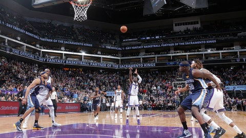 SACRAMENTO, CA - MARCH 27:  Darren Collison #7 of the Sacramento Kings shoots the game-winning free throw during a game against the Memphis Grizzlies on March 27, 2017 at Golden 1 Center in Sacramento, California. NOTE TO USER: User expressly acknowledges and agrees that, by downloading and/or using this photograph, user is consenting to the terms and conditions of the Getty Images License Agreement. Mandatory Copyright Notice: Copyright 2017 NBAE (Photo by Rocky Widner/NBAE via Getty Images)