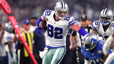 ARLINGTON, TX - DECEMBER 26:  Jason Witten #82 of the Dallas Cowboys tries to get past Johnson Bademosi #29 of the Detroit Lions as Vince Mayle #16 of the Dallas Cowboys looks on during the first half at AT&T Stadium on December 26, 2016 in Arlington, Texas. (Photo by Tom Pennington/Getty Images)