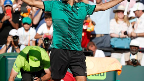 Roger Federer edges out Nick Kyrgios in thriller at Miami Open