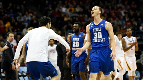 Northwestern pulls out first NCAA tournament win in first NCAA tournament game