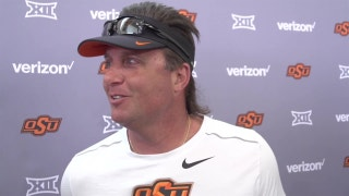 Oklahoma State coach Mike Gundy talks rattlesnake hunting