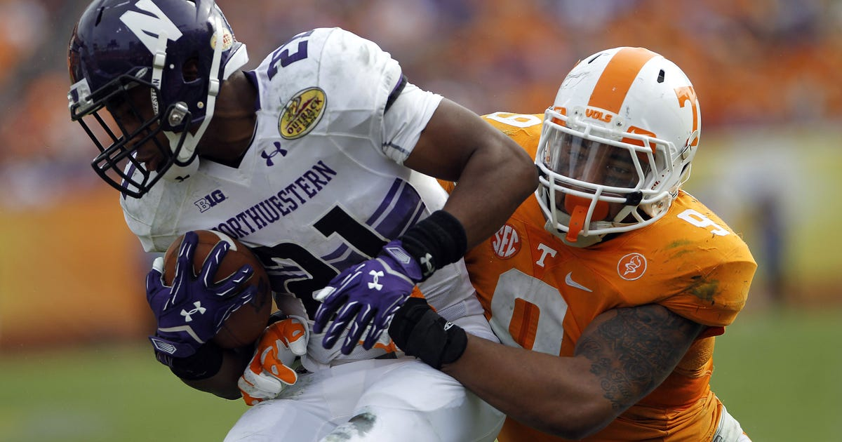 9030059-ncaa-football-outback-bowl-northwestern-vs-tennessee.vresize.1200.630.high.0