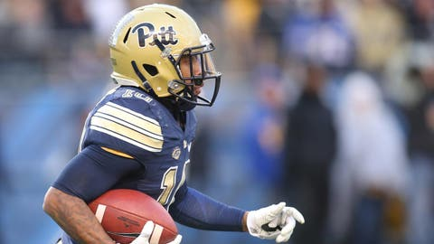 Nov 26, 2016; Pittsburgh, PA, USA;  Pittsburgh Panthers wide receiver Quadree Henderson (10) returns a kick-off against the Syracuse Orange during the fourth quarter at Heinz Field. Pittsburgh won 76-61. Mandatory Credit: Charles LeClaire-USA TODAY Sports