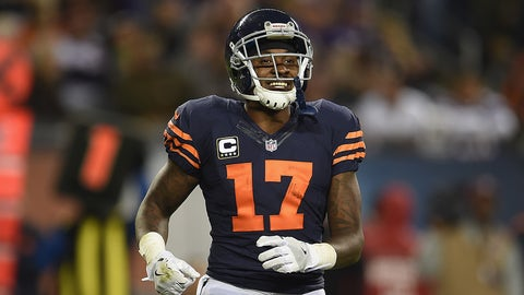 CHICAGO, IL - OCTOBER 31:  Alshon Jeffery #17 of the Chicago Bears reacts during the second half against the Minnesota Vikings at Soldier Field on October 31, 2016 in Chicago, Illinois.  (Photo by Stacy Revere/Getty Images)