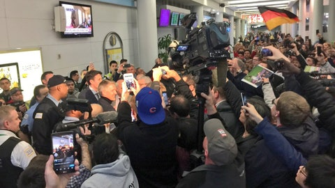 Schweinsteiger and wife welcomed in Chicago by excited crowd