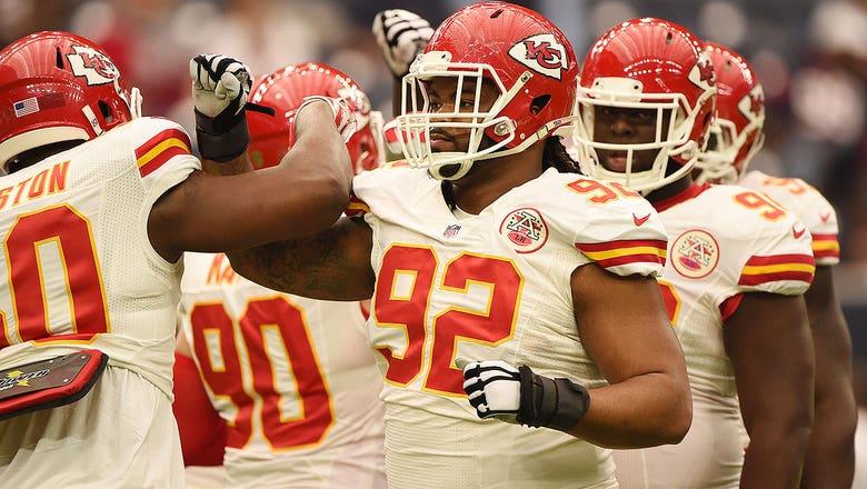 Chiefs bring back veteran linebacker Josh Mauga