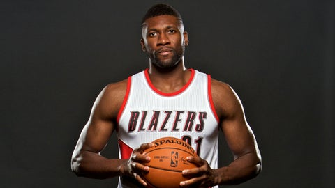 Trail Blazers' Festus Ezeli to have surgery using cadaver donor