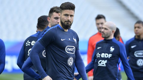 PARIS, FRANCE - MARCH 27:  Olivier Giroud of France warmup during the practice session before the match between France and Spain at the Stade de France on March 27, 2017 in Paris, France.  (Photo by Aurelien Meunier/Getty Images)
