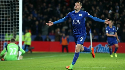 Vardy steers Leicester to 1st away win of PL title defense
