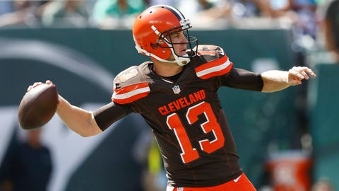 EAST RUTHERFORD, NJ - SEPTEMBER 13:   Josh McCown #13 of the Cleveland Browns passes against the New York Jets during the game at MetLife Stadium on September 13, 2015 in East Rutherford, New Jersey.  (Photo by Jeff Zelevansky/Getty Images)