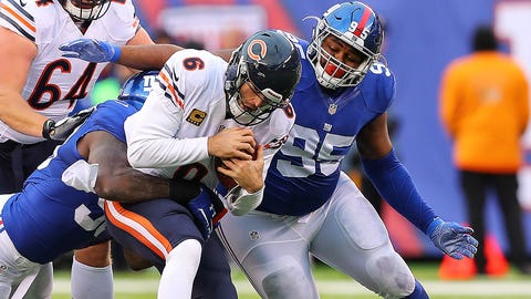 EAST RUTHERFORD, NJ - NOVEMBER 20:  New York Giants defensive end Jason Pierre-Paul (90) and New York Giants defensive tackle Johnathan Hankins (95) sack Chicago Bears quarterback Jay Cutler (6) during the fourth quarter of the National Football League game between the New York Giants and the Chicago Bears on November 20, 2016, at Met Life Stadium in East Rutherford, NJ.  (Photo by Rich Graessle/Icon Sportswire)