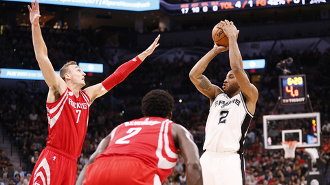 Spurs' Kawhi Leonard does everything in closing seconds to beat Rockets