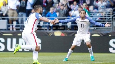Clint Dempsey nets hat trick in return as USA thrashes Honduras