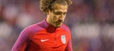 Who should replace the injured Fabian Johnson in the USMNT's World Cup qualifier?