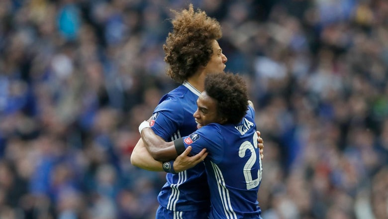 Watch Willian's brilliant free kick to put Chelsea ahead early vs. Spurs
