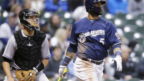 Brewers Broxton leaves game after being hit by pitch