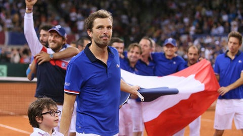 Evans beats Frenchman Benneteau to salvage pride for Britain