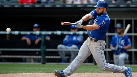 Kansas City Royals' Eric Hosmer hits a single against the Chicago White Sox during the ninth inning of a baseball game, Wednesday, April 26, 2017, in Chicago. The White Sox won 5-2. (AP Photo/Nam Y. Huh)