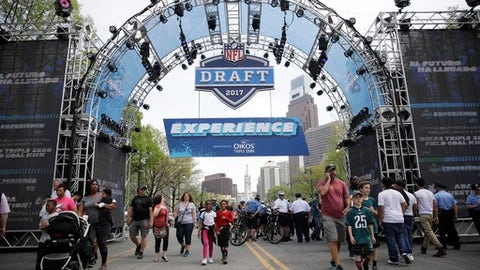 Cowboys make controversial pick in third round