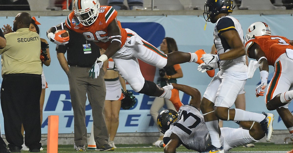 9772957-ncaa-football-russell-athletic-bowl-west-virginia-vs-miami.vresize.1200.630.high.0