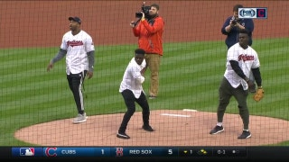 Browns 1st-round picks toss 1st pitches at Indians game