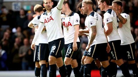Tottenham keep the pressure on Chelsea