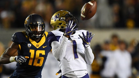 John Ross (1) of the Washington Huskies 67-yard touchdown reception in the first quarter against Chibuzo Nwokocha (16) of the Cal Golden Bears NCAA College Football: Washington vs Cal Washington Huskies at California Golden Bears - game action California Memorial Stadium/Berkeley, CA, USA 11/05/2016 SI-608 TK1 Credit: John W. McDonough