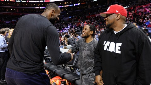 LOS ANGELES, CA - MARCH 13:  Kendrick Lamar (C) greets LeBron James at a basketball game between the Cleveland Cavaliers and the Los Angeles Clippers at Staples Center on March 13, 2016 in Los Angeles, California.  (Photo by Noel Vasquez/GC Images)